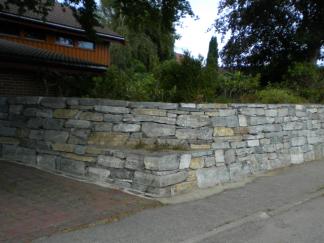 Natursteinmur utført av Rogaland Naturstein.